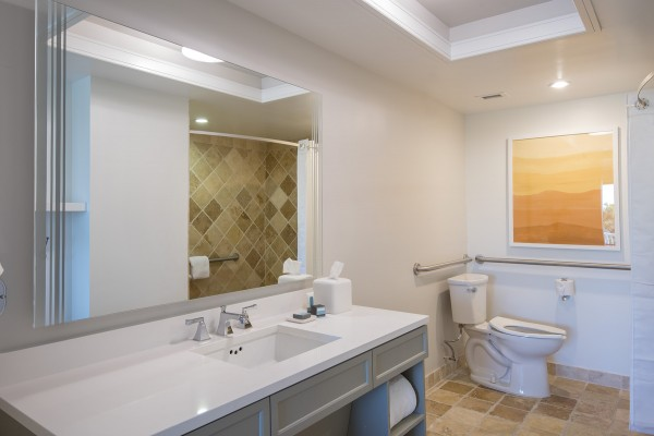 Hawks Cay Accessible Bathrooms for Room with 1 King